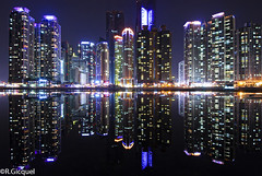 Haeundae (Busan) (renan4) Tags: city travel light sea building tower beach water architecture modern night marina dark nikon asia apartments cityscape view angle south wide korea busan nikkor renan refelction skycraper haeundae gicquel d80 kartpostal dongbaek renan4