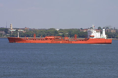 BOW FIGHTER in New York, USA. 2005 (Tom Turner - SeaTeamImages / AirTeamImages) Tags: nyc red newyork port bay harbor marine fighter ship harbour transport pony maritime bow transportation bigapple tanker chemical tomturner odfjell seachem 8012126 bowfighter odfjellseachem