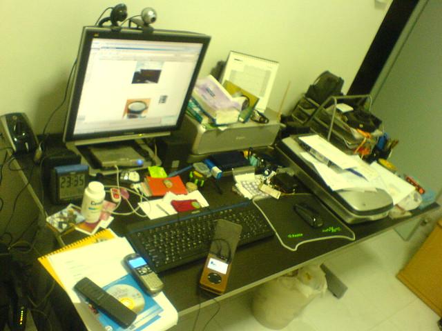 table mess desk