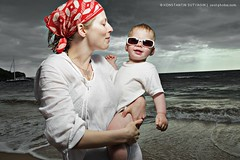 Hawaiian twilight (Konstantin Sutyagin) Tags: baby child mother