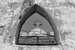 Ventana (Sërch) Tags: bw blancoynegro cemetary cementerio tijuana panteón nikond60 panteónno1