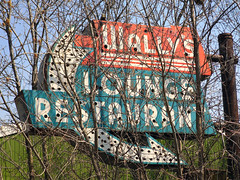 Wally's Lounge & Restaurant , Antioch, IL. (Cragin Spring) Tags: signs abandoned bar restaurant illinois midwest neon buried lounge gone forgotten tavern neonsign arrow wally antioch arrowsign wallys lakecountyil antiochil wallysrestaurantlounge