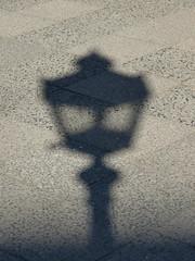 Schatten des Lichtes - Shadow of the Light (Sockenhummel) Tags: shadow licht fuji wilmersdorf fujifilm lantern laterne schatten x20 fujifilmx20 berlinerlaterne