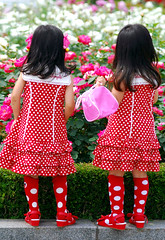 Little girls @ everland, Korea (floridapfe) Tags: girls cute little korea everland reddot mywinners abigfave aplusphoto megashot top20pink colourartaward betterthangood happinessconservancy