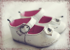 first baby shoes (Le Fabuleux Destin d'Amlie) Tags: baby girl walking landscape 50mm shoes child pentax card tiny fav forme 13months childrensclothing landscapeorientation havingfunwithphotos thankyoumum borderfun trishmccoyborders thankyoutrish firstbabyshoes