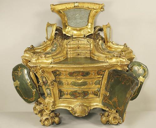 Венецианский туалетный столик в стиле рококо - середина 18 века.