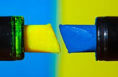 Textmarker (O.I.S.) Tags: marker textmarker stift pen felt tip filzstift büro business fun canon 50d 100mm macro bunt colourful colours farben gelb yellow blau blue abstract
