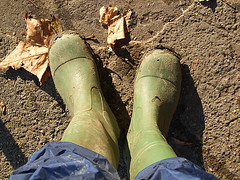 Me wellies (Federilli) Tags: mud boots richmond volunteering wellington wellies fango bctv wellyboots stivali volontariato greengym bigforeshoreclearup