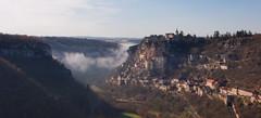 Brume à Rocamadour (-CyRiL-) Tags: france automne lumière lot canyon rayon falaise château rocher brume rocamadour quercy alzou midipyrénées cyrilbkl departementdulot