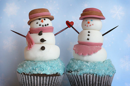 Snow couple cupcakes