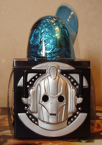 DR WHO EGG CUP - Cyberman Side