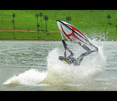 O Monstro do Lago (Fernando Felix) Tags: lake topf25 monster inflight bravo freestyle action watersports splash jetski firstquality 50faves 25faves onflight abigfave theperfectphotographer