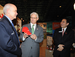 BC Premier Gordon Campbell at the Beijing Aquarium