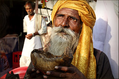 The Bearer of Skull (Elishams) Tags: india skull traditional religion culture varanasi hinduism sadhu benares northindia uttarpradesh ramnagar ramlila indedunord aghori