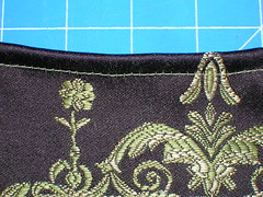 Making a messenger bag with a tablerunner (4)