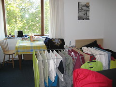 Drying clothes (Xesc) Tags: room clothes drying kamer insulindeweg