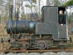 Micael in a small locomotive (Michael Erhardsson) Tags: train photo cabin focus rust photographer sweden rusty railway rost steamtrain micael tåg järnväg panasoniclumix 600mm förare frövi ånglok hytt fmbm smalspår
