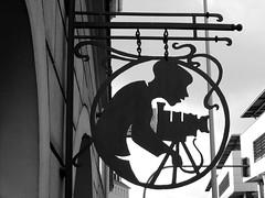 Der Fotograf (Weingarten) Tags: sign schild insegna enseigne