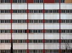 HHHHHHHH (Micheo) Tags: windows lines architecture hospital arquitectura angles ventanas granada clnica fachada clinica cuadricula lineas geometria simetria angulos asisa clinicalainmaculada retopattern