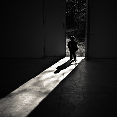 Shadow (manganite) Tags: door light people bw sun white black geometric nature topf25 monochrome kids digital germany dark children square geotagged kid topf50 nikon topf75 europe shadows child tl candid d200 nikkor dslr topf150 topf100 neuss hombroich museumsinsel themoulinrouge northrhinewestphalia 500x500 firstquality fav100 18200mmf3556 utatafeature manganite nikonstunninggallery ipernity challengeyou challengeyouwinner artlibre infinestyle diamondclassphotographer flickrdiamond artlibres minkel geo:lat=51143703 date:year=2008 geo:lon=665521 vision100 date:month=february date:day=9 bw500 format:orientation=square format:ratio=11
