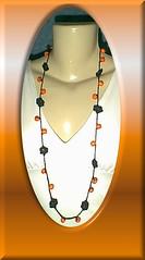 Flores Negras com bambu e resina laranja (Rose Murari) Tags: flores crochet artesanato resina colar bijus prolas croch ganchillo mianga