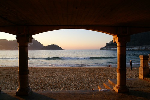 "Donostia / San Sebastian - Playa de la Concha • <a style=""font-size:0.8em;"" href=""http://www.flickr.com/photos/26679841@N00/2289299472/"" target=""_blank"">View on Flickr</a>"