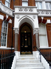 P1020056 Porch Cadogan Gardens (londonconstant) Tags: uk england london architecture century chelsea victorian style gb londra brickwork 19th sw1 cadogangardens sw3 costi cadoganestate londonconstant pontstreetdutch