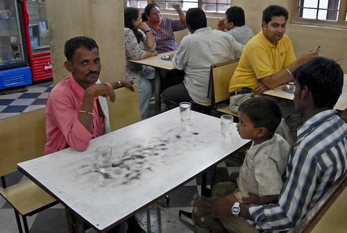 Ek Kali Ek Ghori, Bandra Chai
