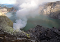 Ijen Volcano / Indonesia, East Java (flydime) Tags: trip travel sea vacation lake nature canon indonesia landscape volcano java asia smoke mount caldera sulfur jawa vulcano volcan vulkan volcn eastjava ijen 5photosaday eastjawa canong7