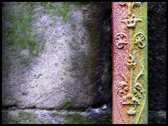 Detall d'un mur i una baixant a Santiago ([Lapicero]) Tags: wall wand galicia galiza mur pipeline baixant manipulatedorton
