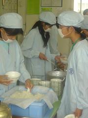 Japanse kinderen koken zelf schoollunch