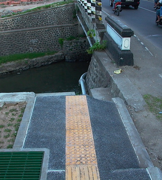 Kuta Footpath 2