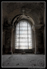 a large window (s o u t h e n) Tags: brick abandoned glass station nikon ryan decay michigan awesome debris brokenglass detroit grand trains urbanexploration trainstation d200 pillars exploration mcd hdr highdynamicrange mcs 2007 ue urbex 313 detroitmichigan motown corktown motorcity grandiose michigancentralstation michigancentraldepot photomatix urbanexplorers nikond200 southen ryansouthen