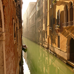green liquid street (Frizztext) Tags: venice italy square boat canal italia panasonic explore galleries venezia 500x500 fotolia passionphotography frizztext dmcfz50 colorphotoaward 20080104 fiveprime winner500