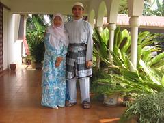 muslim couple (naida&ishak) Tags: family muslim eid 2006 raya mak celebrating saleh mubarak anjang elah anakanak
