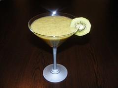 Cocktail de kiwi (www.preparatedevis.ro) Tags: retete bauturi cocktail alcool kiwi preparatedevis recipe drinks fructe cocktailuri