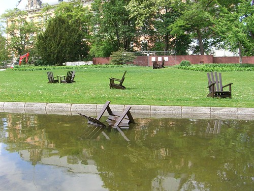 Stuhl im Wasser Vandalismus Wallanlagen Hamburg