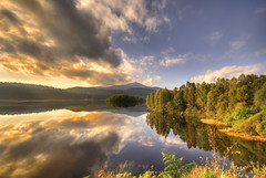 Loch Garry (kevbabe) Tags: water clouds landscape dawn scotland highlands scenery highland loch soe lochs lochgarry naturesfinest roadtotheisles supershot abigfave diamondclassphotographer flickrdiamond greatbritishlandscapes