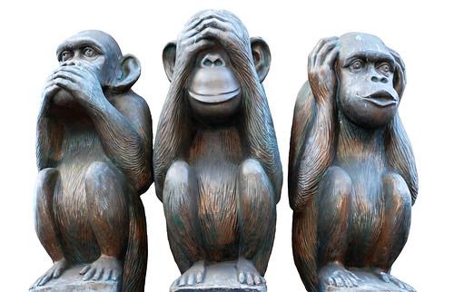 """...трёх обезьянок  """" mizaru, kikazaru"""