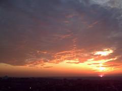 De Madrid al cielo 43 (Zaqarbal) Tags: madrid sky espaa clouds spain europa europe sunsets cielo nubes puestasdesol crepsculos ocasos twilights tetun distritodetetun