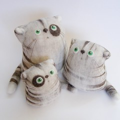 Family :) (fingtoys) Tags: wool cat toy kitten tabby kitty felt plush softie arttoy fing felttoy fingtoys