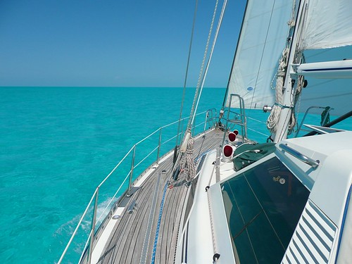 Sailing across the Turks and Caicos bank