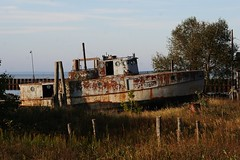 #84 Lake Superior Scene. Drydock Derelict,  Photo by Wes (wesbird72) Tags: up michigan peninsula upper yupper upperpeninsula point fish white whitefish whitefishpoint superior lake lakesuperior water cold colder coldest coldwater driftwood boat derelict gravel shore shoreline line sky paradise paradisemichigan