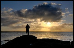 Pche au lever (Youka !) Tags: sea sun mer clouds soleil brittany bretagne breizh nuages pecheur peche d90 tokina1116