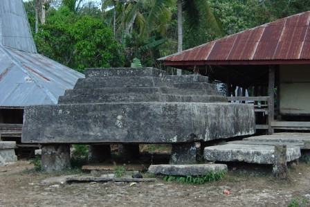 tomb in Lai Tarung