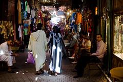(Davidkb) Tags: africa hijab morocco maroc marrakech souk muslims marruecos 2007 zoco muslimculture daylife marroques moroccans nikonstunninggallery septiembre2007 marroqus
