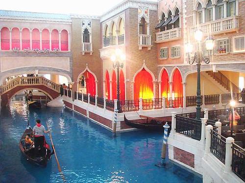 內運河旁有餐廳