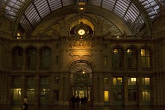 Arrival at Antwerp-Central Railway station (Papafrezzo,  2007-2012 by www.papafrezzo.com) Tags: station nikon raw nef railway antwerpcentralstation antwerpencentraal d80 rawshots middenstatie antwerpcentral nefshots