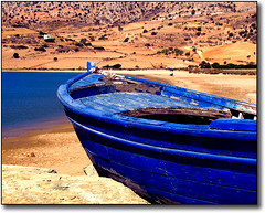 The blue fishing boat on the rocks at Kalandos (jesssie) Tags: blue sea seascape scenery colours aegean greece beaches greekislands soe cyclades naxos ellas seashores aegeansea blueribbonwinner superaplus aplusphoto superbmasterpiece diamondclassphotographer flickrdiamond kalandos