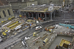 Blick vom Turmdrehkran auf die Baustelle Bahnhofplatz Bern